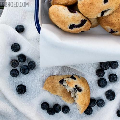 Heidelbeer-Joghurt-Cookies, saftige und fluffige Riesencookies / Blueberry joghurt cookies, juicy but fluffy giant cookies [wienerbroed.com]