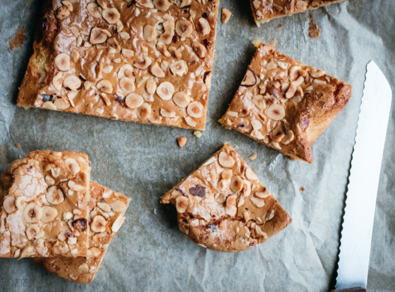 {Blondies mit Nüssen} Hey Blondie, welcome to my kitchen!