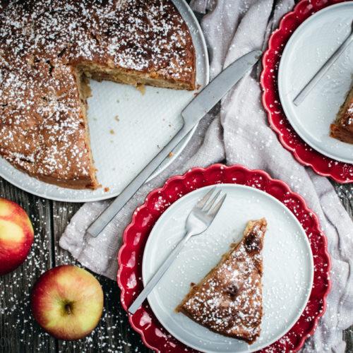 Apfelkuchen, schnelles, einfaches Rezept für einen fluffigen, saftigen Rührteig-Kuchen / Apple cake, easy and simple recipe for a fluffy and juicy cake [wienerbroed.com]