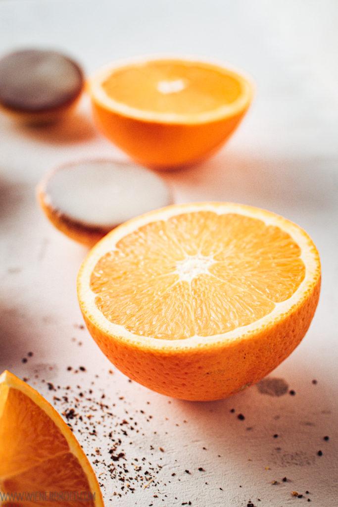 Rezept für Orangen-Amerikaner mit Chai-Glasur, kleine, fluffige Mini-Amerikaner mit feiner Orangen-Note und einem Zuckerguss mit Chai-Geschmack / Fluffy orange biscuits with Chai glazing [wienerbroed.com]