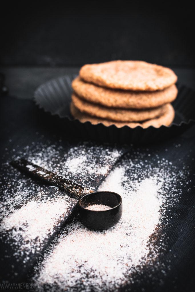 Snickerdoodles, typisch amerikanische Zimt-Zucker-Kekse mit leckerer Kruste / Snickerdoodles, typical US cookies with cinamonn-sugar crust [wienerbroed.com]