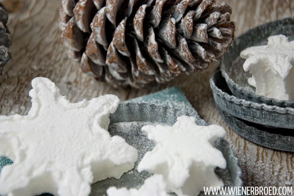 Marshmellows in Schneeflocken-Form, perfekt für den Winter [wienerbroed.com] Marshmellows as snowflakes, perfect for winter times