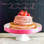 Pfannkuchen-Kuchen, leckerer Pandekage Lagkage aus Mandelpfannkuchen mit einer Beerenfüllung / Pancake layer cake with almond pancakes and berry filling [wienerbroed.com]