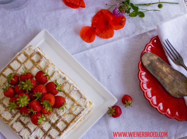 Erdbeer-Biskuitwaffel-Torte – Hej Midsommar!