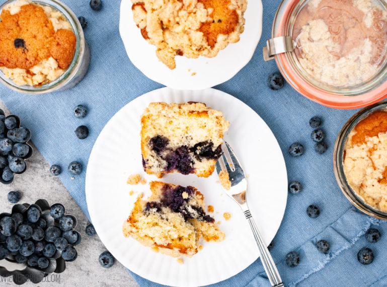 Blaubeer-Streusel-Kuchen | Blaubeer-Rausch im Glas [ichbacksmir]