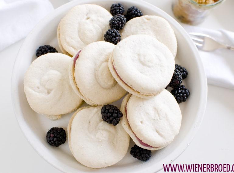 Vanille-Macarons mit Brombeer-Ganache – White Dinner im Hause Tausendschön