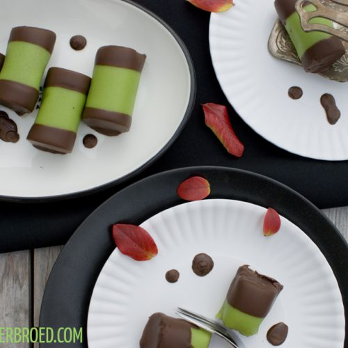 Punschrullar, schwedische Schokokuchen-Röllchen mit grünem Marzipan und Arrack / Punschrullar, Swedish chocolate cake rolls with green marcipan and arrack [wienerbroed.com]