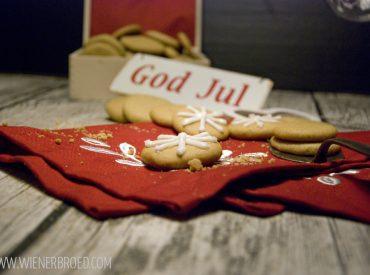 Ich hab euch ja versprochen, dass es heute ein dänisches Weihnachtsrezept geben wird, und tadaa, hier ist es: Pebbernødder, dänische Pfeffernüsse. Mmmhmmm, was sind die lecker. Für mich sind die Pebbernødder mit ganz besonderen Erinnerungen verbunden, denn einige Male habe ich mit meiner Familie schon Weihnachten in einem dänischen Ferienhaus verbracht. Etwas, was ich euch […]