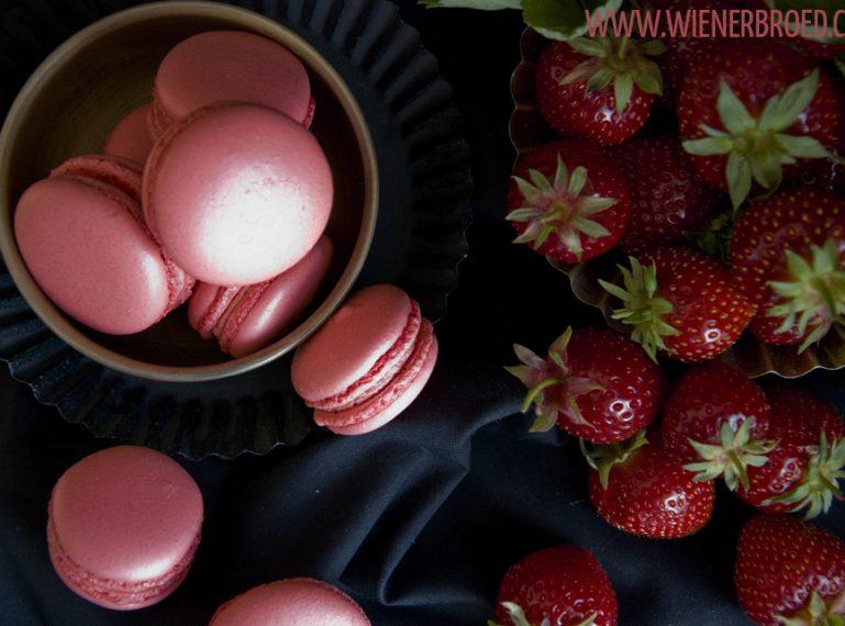 {Erdbeer-Macarons} Ich bringe Erdbeeren mit…