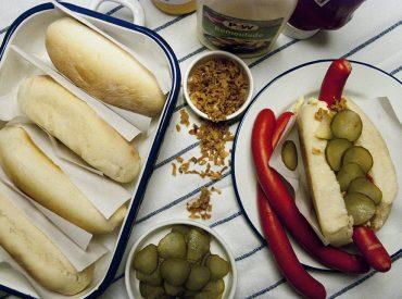 Wenn man in Sachen Kulinarik an Dänemark denkt, fallen einem meist eine Sache als erstes ein: Smørrebrød! Und dann fällt einem vielleicht ein, dass mit dem Noma das weltbeste Restaurant für einige Zeit ein dänisches war (momentan immer noch auf Platz 5!). Doch um das beide soll es jetzt nicht gehen, naja, also das Noma […]