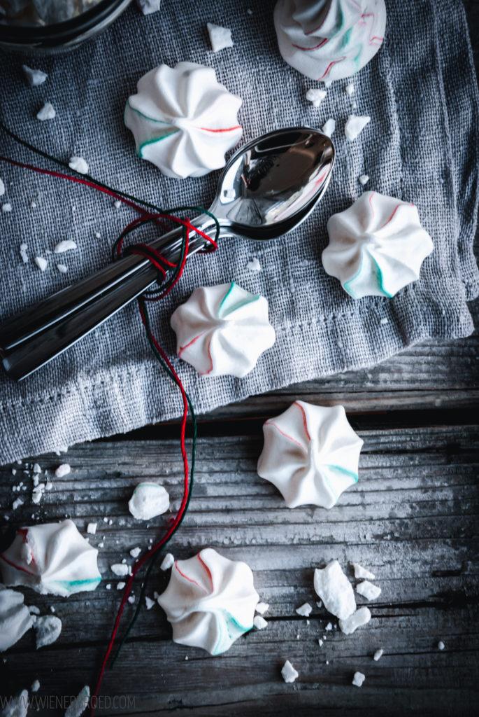Rezept für Eton Mess mit Zimt-Beeren, eine weihnachtliche/winterliche Version des Baiser-Sahne-Desserts / recipe for Eton Mess with cinnamon berries, a christmassy version of the meringue and whipped cream dessert [wienerbroed.com]