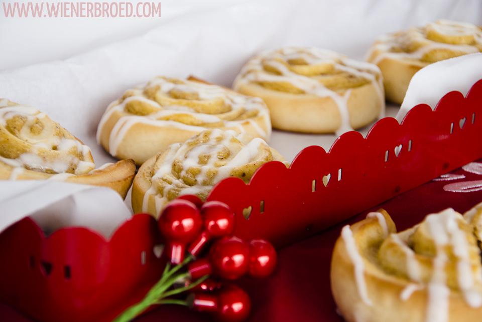 Lebkuchenschnecken, fluffiger Hefeteig mit leckerer Lebkuchencreme gefüllt / Gingerbread buns, fluffy yeast dough filled with tasty gingerbread cream [wienerbroed.com]