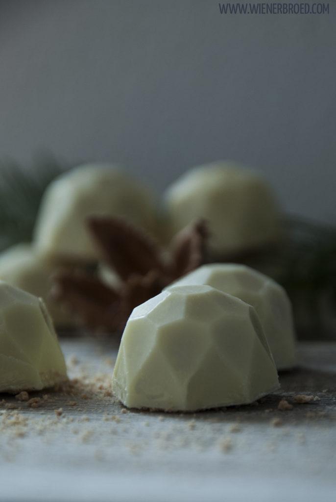 """Rezept für Spekulatius-Trüffel / Recipe for """"Spekulatius"""" truffles [wienerbroed.com] weiße Trüffel mit winterlichen Gewürzen und Keksen /, white chocolates with winterly spices and cookies"""
