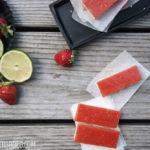 Erdbeer-Daiquiri-Schnitten, leckerer Mürbeteig mit einem Belag aus Erdbeer-Daiquiri. Schmeckt natürlich auch aus dem Kühlschrank!   Strawberry Daiquiri Bars