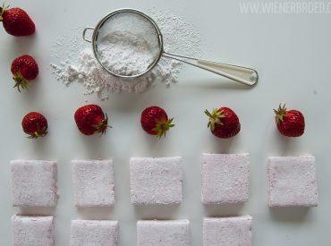 Saftig und süß, das beschreibt die Erdbeeren, die es gerade gibt, wohl am besten. So saftig, dass man sie eigentlich nicht mehr pürieren muss (geht einfach mit der Hand, wie es das Lille Frøken gerade zu meinem Leidwesen gerne macht), und so süß, dass man gar kein Zucker mehr bräuchte, um gezuckerte Erdbeeren zu haben. […]
