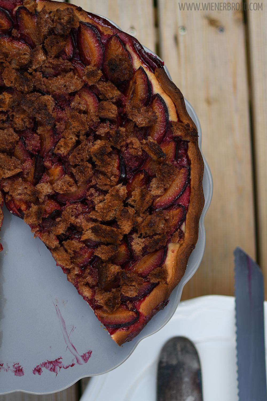 Zwetschgenkuchen mit Brotstreuseln / Plum cake with bread streusel [wienerbroed.com] Rezept für einen saftigen Kuchen mit knusprigen Streuseln aus Brot / Juicy cake with crispy streusel made of bread