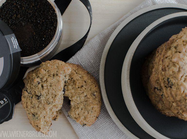 Hygge auf dem Sofa {Kirsch-Lakritz-Cookies}