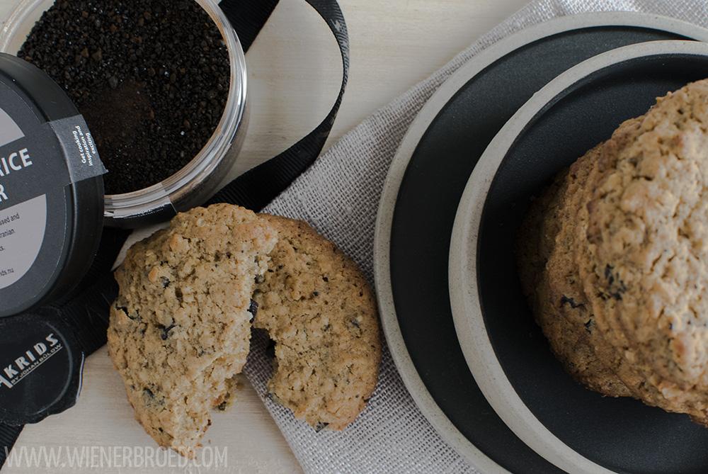 Kirsch-Lakritz-Cookies / Cherry licquorice cookies [wienerbroed.com] Rezept für supersaftige Cookies mit Kirschen, Marzipan und einem Hauch Lakritz / Recipe for supersoft cookies with cherries, marcipan and a hint of licquorice