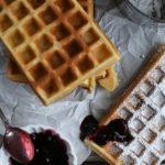 Waffeln, superfluffig und herrlich knusprig, einfaches Rezept ohne Schnickschnack und schnell gemacht / Waffles, super fluffy and crispy, simple and quick recipe [wienerbroed.com]
