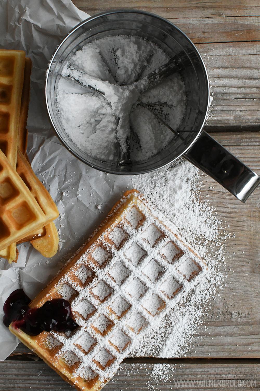 Waffeln, superfluffig und herrlich knusprig / Waffles, super fluffy and crispy [wienerbroed.com] Einfaches Rezept ohne Schnickschnack und ratzfatz gemacht / Simple and quick recipe