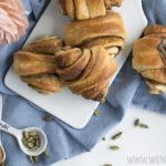 Kardamom-Gifflar, fluffige Zimtschnecken mit einem Hauch Kardamom / Cardamom gifflar, fluffy cinnamon buns with a pinch of cardamom [wienerbroed.com]