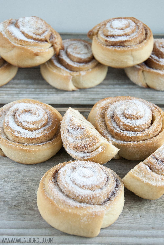 Skillingsboller - norwegische Zimtschnecken mit Zucker bestreut / Norwegian cinnamon buns sprinkled with sugar [wienerbroed.com]