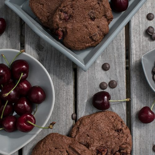 Kirsch-Schokolade-Cookies, leckere Cookies mit einer dopplelten Portion Schokolade und saftigen Kirschen. / Double choc cherry cookies, tasty cookies with a double dose of chocolate and juicy cherries [wienerbroed.com]