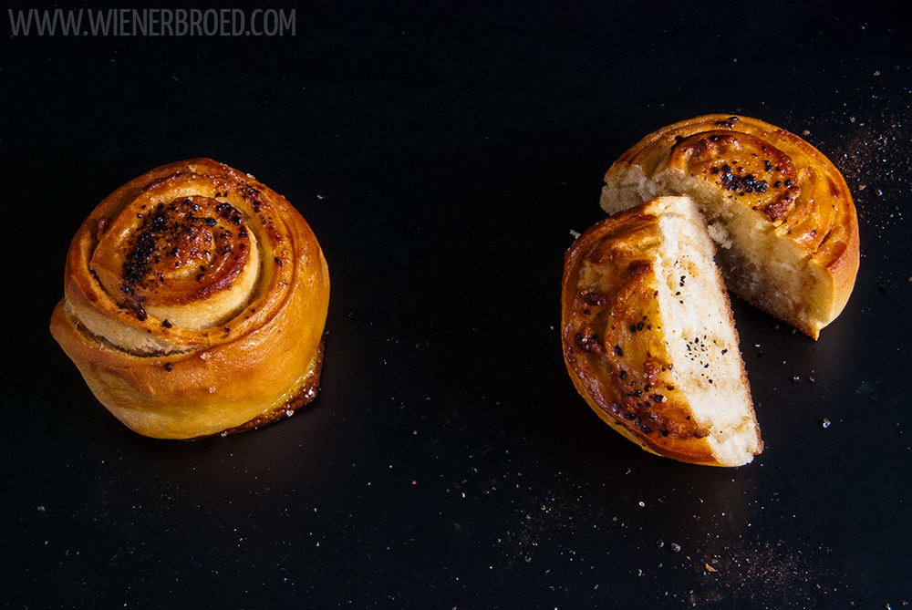 Lakritz-Marzipan-Schnecken, fluffige Hefeteigschnecken mit einer saftigen Füllung aus Marzipan und Lakritz / Licquorice marcipan buns, fluffy yeast dough buns with a tasty filling with licquorice and marcipan [wienerbroed.com]