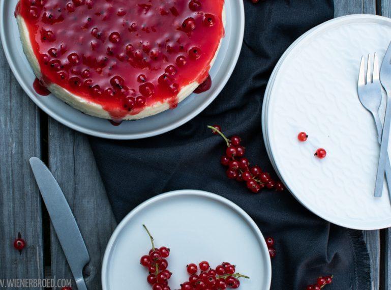 {Cheesecake mit roten Johannisbeeren} Nochmal Sommer?