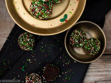 """Es ist wieder der 21.12. und damit mein Türchen bei einem ganz besonderen Adventskalender. Jedes Jahr veranstaltet Yushka auf ihrem Blog Sugarprincess den Sugarprincess Christmas Cookie Club. Zwei mal war ich schon dabei, dieses Jahr natürlich auch. Und als Blog mit einer """"Prise Skandinavien"""" gibt es nach den Glögg-Macarons und den Jødekager natürlich auch dieses […]"""