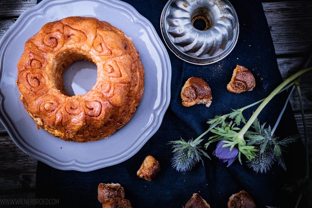 Rezept für ein Zimtschnecken-Monkeybread, saftigen Mini-Zimtschnecken aus der Gugelhupfform / Cinnamon bun monkey bread [wienerbroed.com]