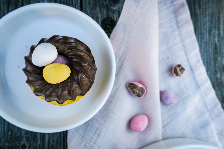 Eierlikör-Gugelhupf, köstliche Mini-Gugelhupfe mit Eierlikör und einem Tipp für die perfekte Schokoladen-Glasur / Advocaat Bundt cake, tasty mini Bundt cakes with egg liquor and a hint fort he perfect chocolate glazing [wienerbroed.com]