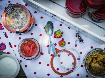 [Werbung mit Tchibo] Es ist ein magisches Wochenende, da gerade ist. Denn es sind die Tage rund um den längsten Tag des Jahres. Mittsommer. Und heute kommt dazu ein Rezept von mir, das perfekt zu den vielen Feiern im Freien: Erdbeergrütze mit Streuseln und Schwedenmilch. Das Rezept ist etwas wie skandinavisches Fusion Food. Dänische Grütze […]