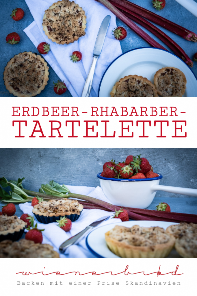 Erdbeer-Rhabarber-Tartelettes, knusprige Mürbeteig-Küchlein mit fruchrtiger Erdbeer-Rhabarber-Füllung und knusprigen Streuseln / Strawberry rhubarb tartelettes, crispy mini pie tartes with fruity strawberry rhubarb filling and very crispy streusel [wienerbroed.com]