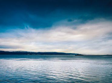 """Diese Jahr im Sommer geht es für uns wieder mit dem Schiff gen Norden. Höchste Zeit also, endlich mehr von unserer Reise mit der AIDAcara im Winter zu erzählen (*unbeauftragte und unbezahlte Werbung, siehe unten). Heute geht es auf der Route """"Winter im hohen Norden"""" wieder südwärts, auf die Vesterålen-Inseln und nach Trondheim. Der vorherige […]"""