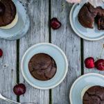 Kirsch-Schoko-Muffins, saftige, schokoladige Muffins mit frischen Kirschen / juicy, chocolatey muffins with fresh cherries [wienerbroed.com]
