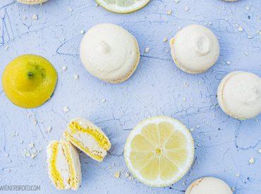 Es will und will nicht Frühling werden, verflixt nochmal… Also muss man sich etwas Frühling ins Haus holen. Der Plan: Frühlingsgefühle auf der Zunge! Zitronige Frühlingsgefühle! Da passt das heutige Rezept perfekt, denn es gibt Zitronen-Macarons. Passend dazu stand ein Besuch bei den Eltern von Mr. L. an, meines persönlichen Backvergnügen-Ergebnis-Testers. Eine prima Gelegenheit, ein […]