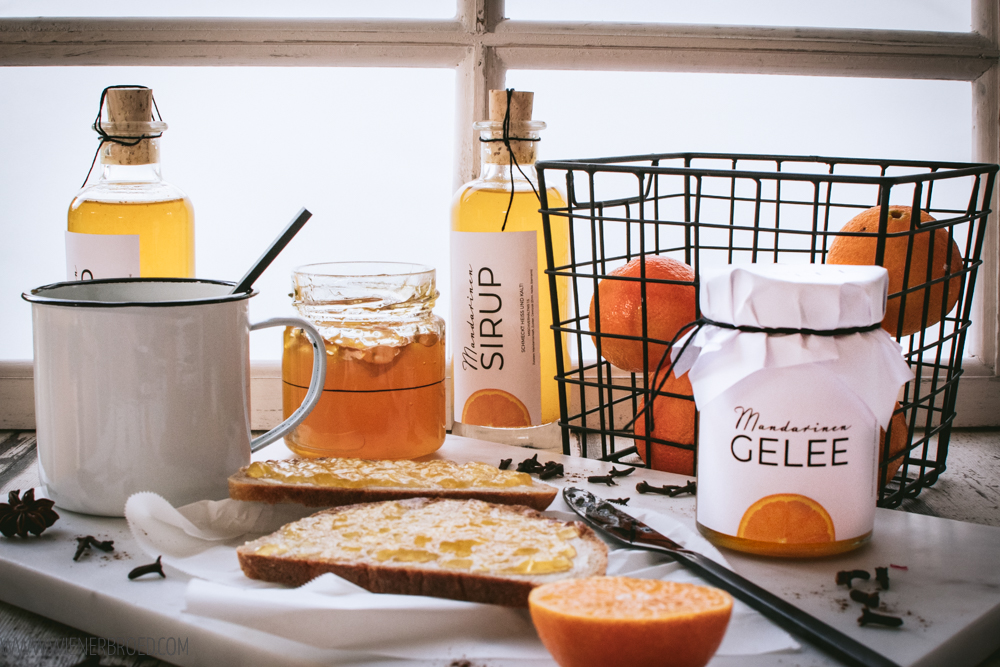 Rezept für Mandarinen-Gelee mit herbstlichen/winterlichen Gewürzen / Rezept für würzigen Mandarinen-Sirup, der hervorragend als Heißgetränk schmeckt / Mandarine orange jelly and sirup, with winterly spices [wienerbroed.com]
