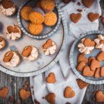 Pepparkakor-Cupcakes, fluffigen Cupcakes mit Frosting, die nach Pepparkakor, schwedischem Lebkuchen, schmecken / Pepparkakor cupcakes, fluffy cupcakes with frosting tasting like Pepparkakor, Swedish gingerbread