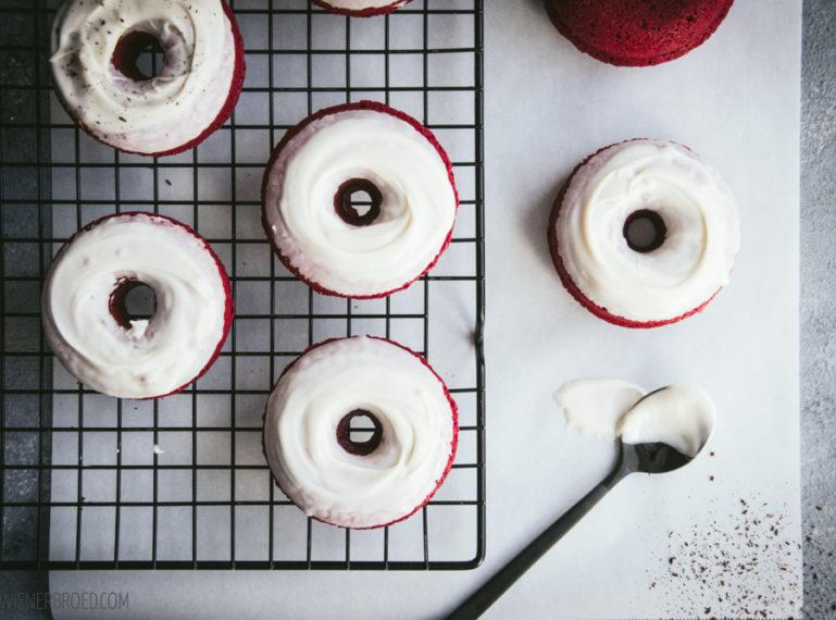 {Red Velvet-Donut} Los geht's mit der Weihnachtsbäckerei