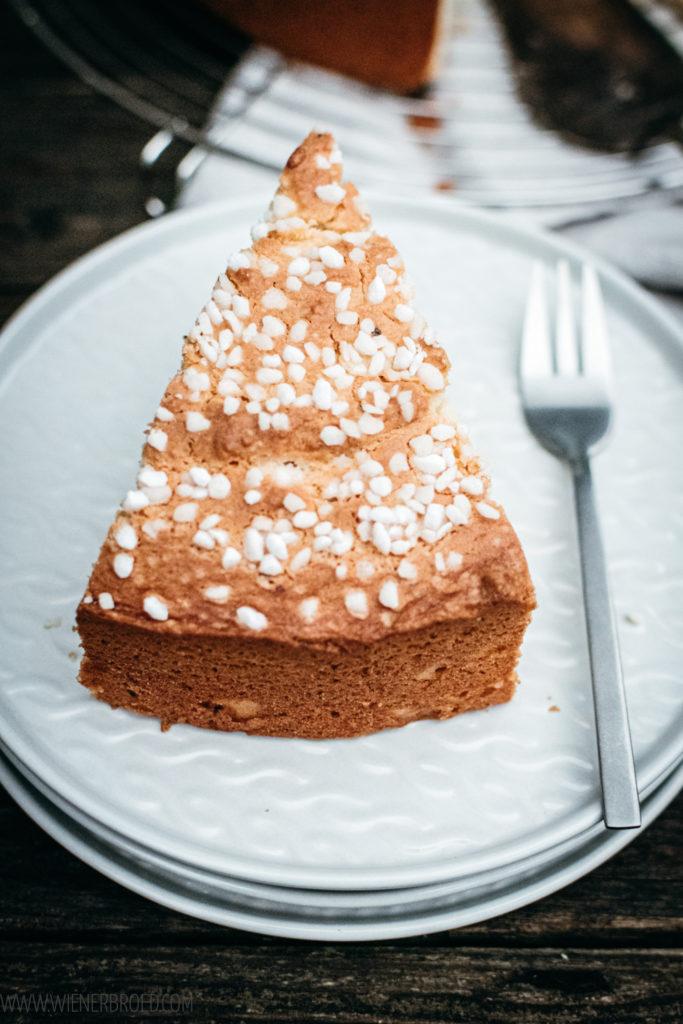 Kardemummakaka, typisch schwedischen Kardamomkuchen, saftig und fluffig, ein einfacher Rührteigkuchen mit Hagelzucker / Swedish cardamom cake [wienerbroed.com]