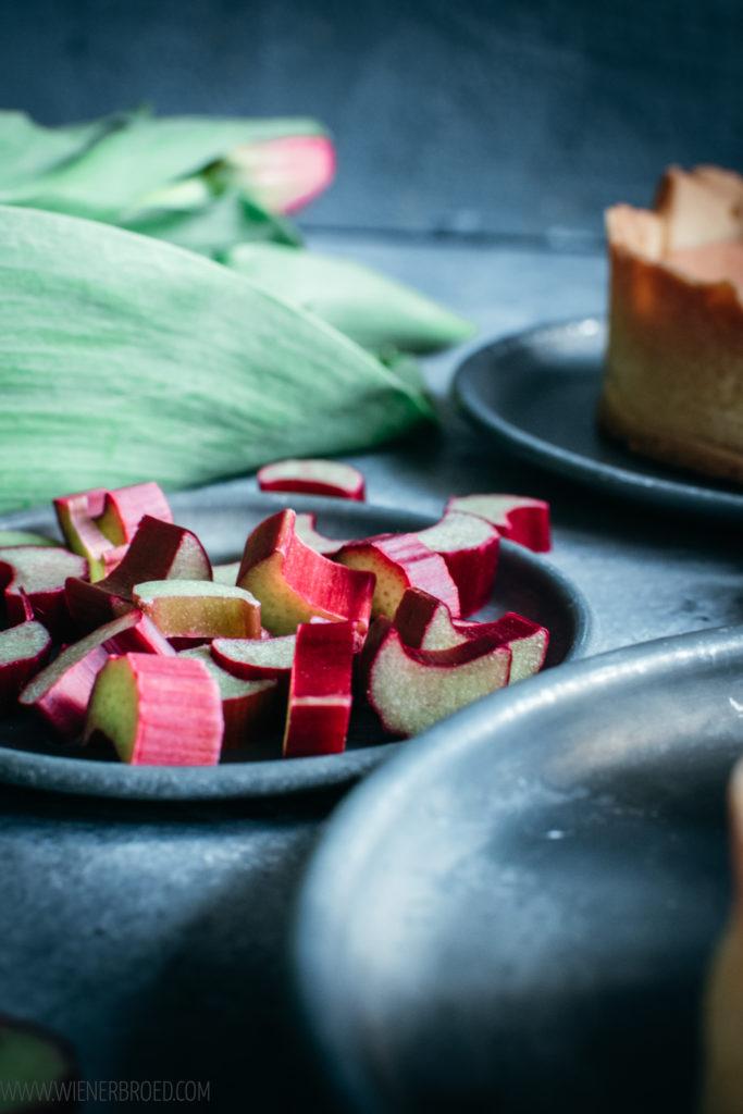 Rezept für Rhabarber-Tarte, knusprige Mürbeteig-Tarte mit cremiger Rhabarber-Füllung nach Art einer klassischen französischen Tarte au Citron / Rhubarb tarte like a French Tarte au Citron [wienerbroed.com]