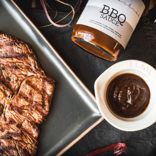 Rezept für eine BBQ-Soße mit Rhabarber und Lakritz, feinherb und perfekt zu Fleisch / BBQ Sauce with rhubarb and licorice, perfect for beef [wienerbroed.com]
