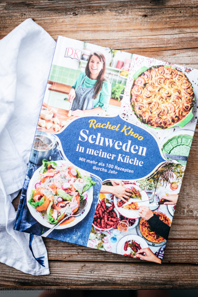 Rezept für Blåbärsoppa, schwedische Blaubeersuppe mit Nusskaramell und Joghurt, ein Rezept von Rachel Khoo / Swedish Blueberry Soup, recipe of Rachel Khoo [wienerbroed.com]
