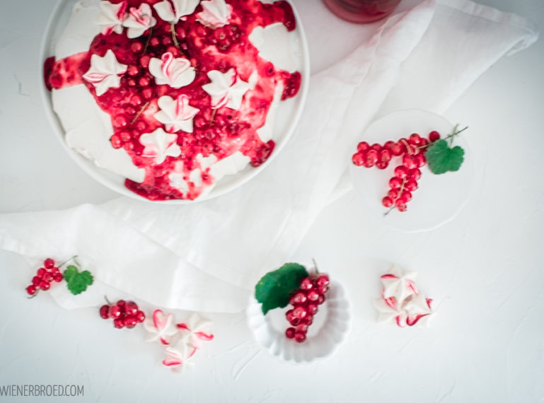 Johannisbeer-Pavlova – Heute gibt's Süßes und Saures