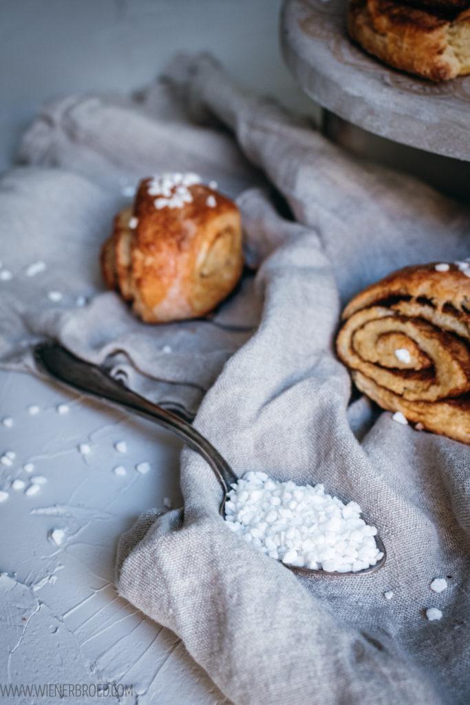 Rezept für Zimtschnecken-Scones, gerollte Scones mit leckerer Zimt-Zucker-Füllung, eine schnelle Variante von Zimtschnecken ohne Hefeteig / Cinnamon bun scones [wienerbroed.com]