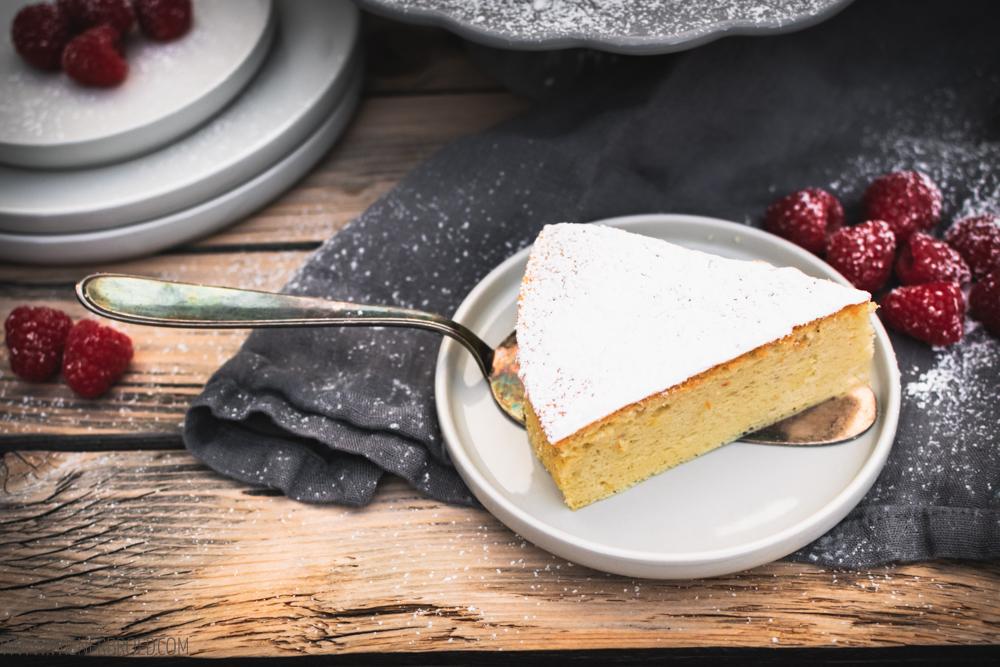 """Rezept für japanischen Käsekuchen, die fluffigste Variante des Kuchens aus Milchprodukt und Eiern, hier mit fruchtiger Zitronennote, nach einem Rezept der """"Meine Backbox"""" / Japanese cheesecake [wienerbroed.com]"""