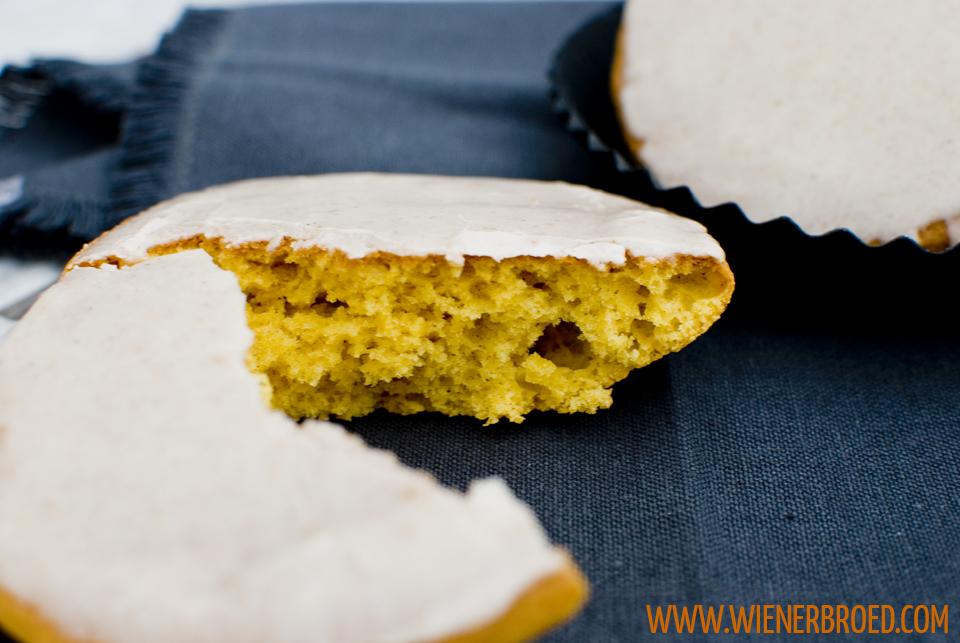 Kürbis-Amerikaner mit Zimtglasur, herbstliche Amerikaner mit würziger Glasur / Giant pumpkin spiced soft cookie with cinnamon glazing [wienerbroed.com]