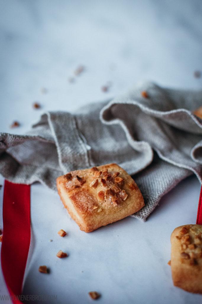 Rezept für Finskbrød, dänische Plätzchen aus Mürbeteig mit Mandeln und Zucker, in Schweden bekannt als Finska Pinnar / Danish christmas cookies FInskbrød [wienerbroed.com]