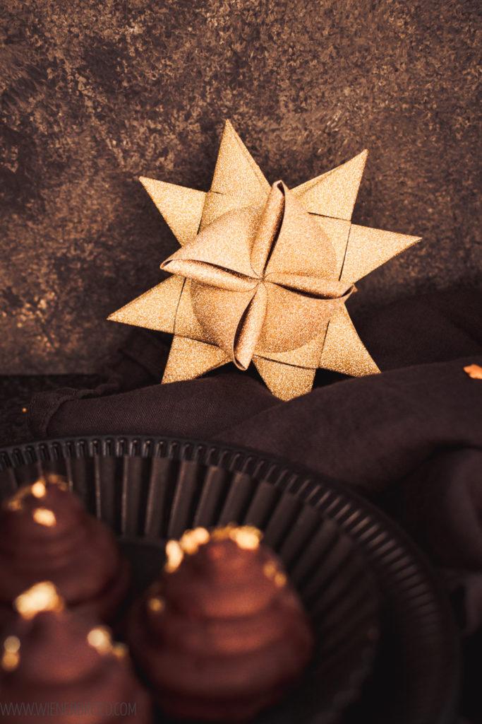 ezept für Jul-Flødeboller, Weihnachtsversion der typisch dänischern Schaumküsse, mit Marzipanboden und Gewürzen, Flødeboller selbstmachen / Danish marshmallow Flødeboller in Christmas Version [wienerbroed.com]